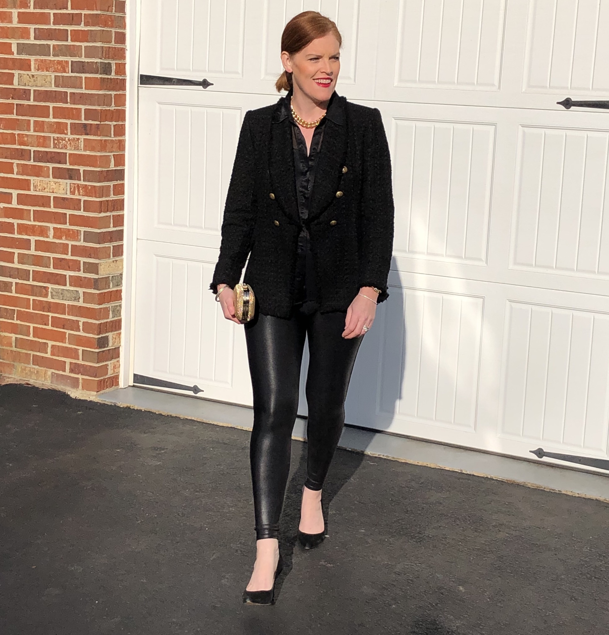 How to Style Chic All-Black Holiday Outfit