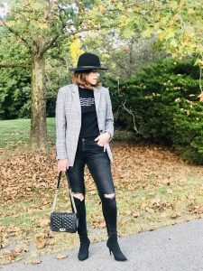 How to Wear a Graphic Tee the French Chic Style