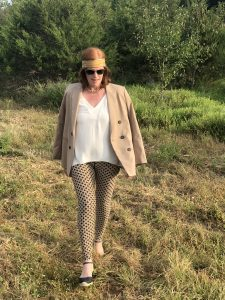 Fall French Chic Outfit: Neutral Blazer & Print Leggings